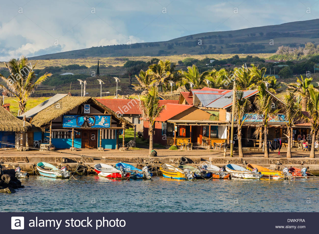 the-harbor-at-hanga-roa-on-easter-island-isla-de-pascua-rapa-nui-chile-DWKFRA.jpg.c39dde1b7007bea1937dee144c7909a4.jpg