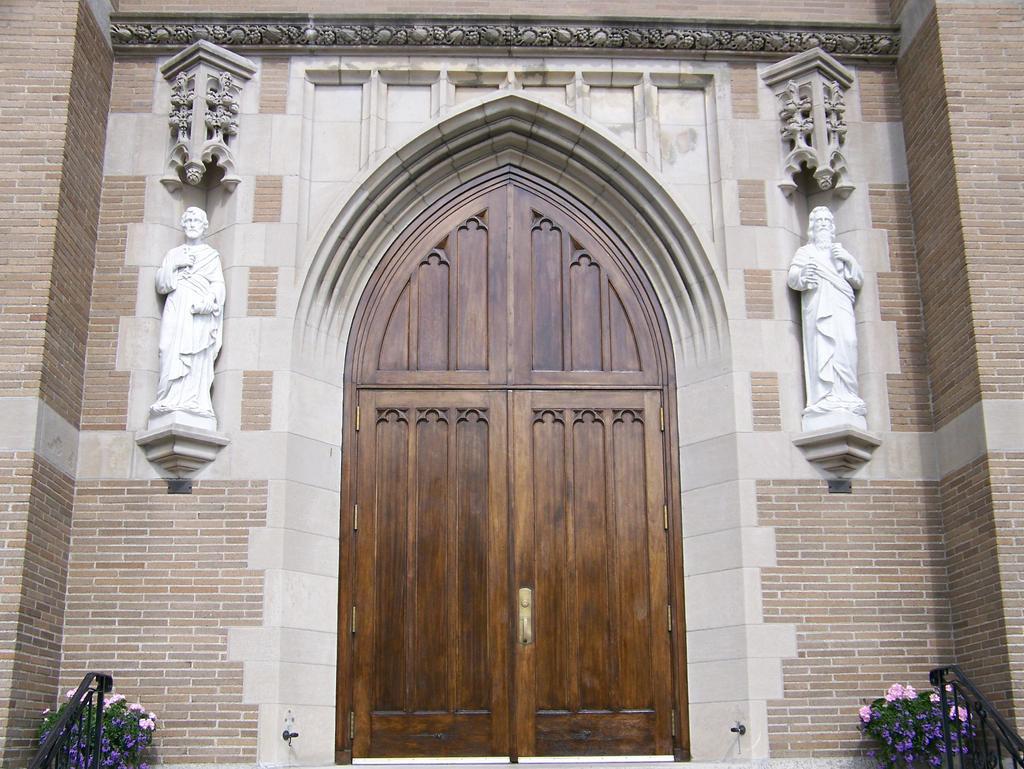 1962302330_churchdoubledoor.jpg.00679a928a1e901a21f6c2002076a93e.jpg
